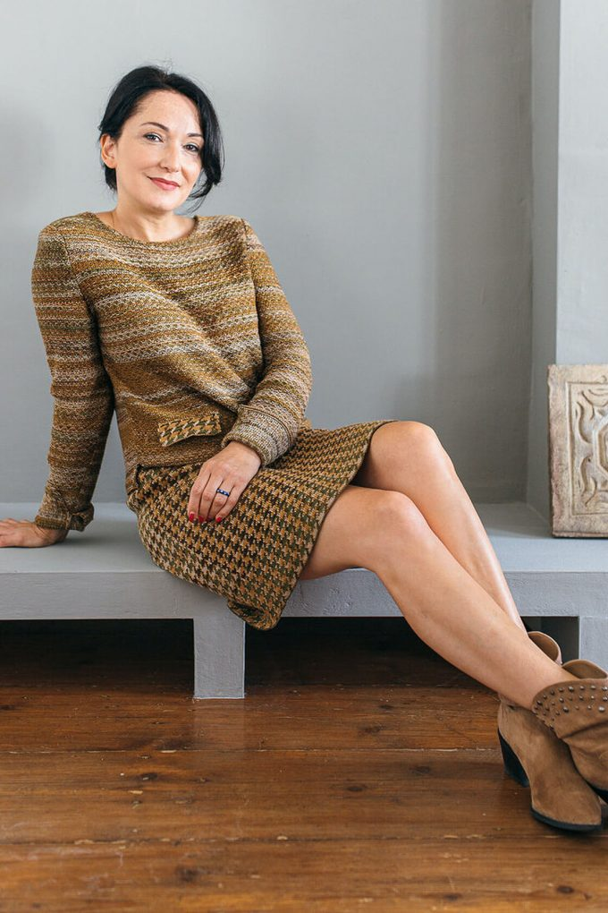 Feminine High Quality Knitted Jumper In Audrey Hepburn Style Tweed Moss B