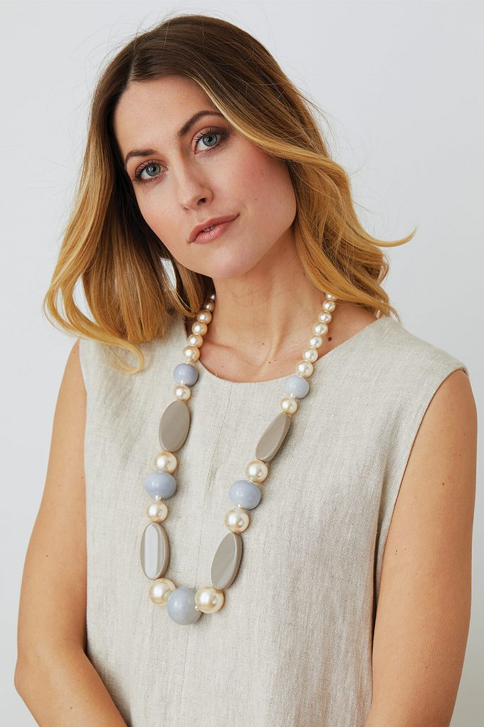 OL50000121 Elegant Pearl Beige Statement Necklace2
