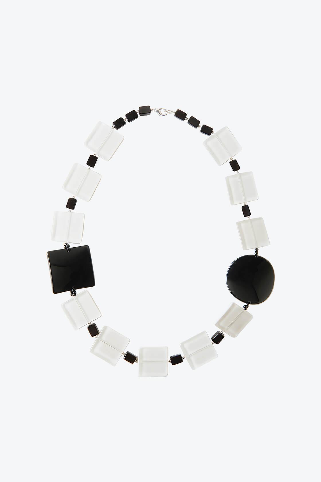 OL50000126 White Black Classic Retro Necklace1