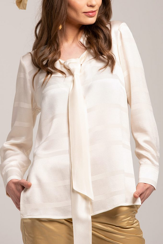 OL100002637 Adriana Blouse With Tie Detail4
