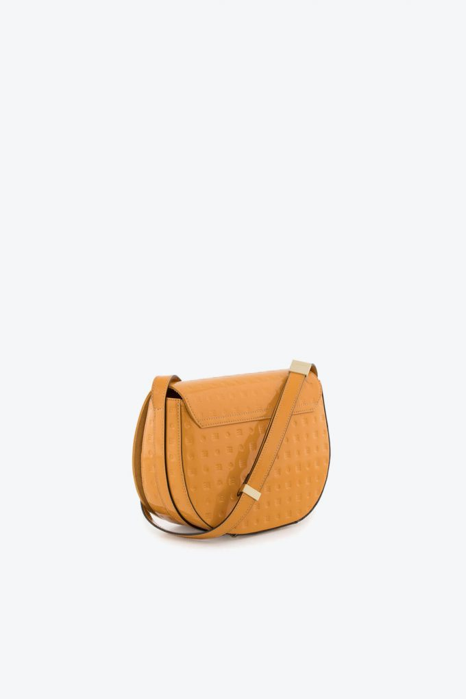 ol80000051 boxy medium crossbody bag 2