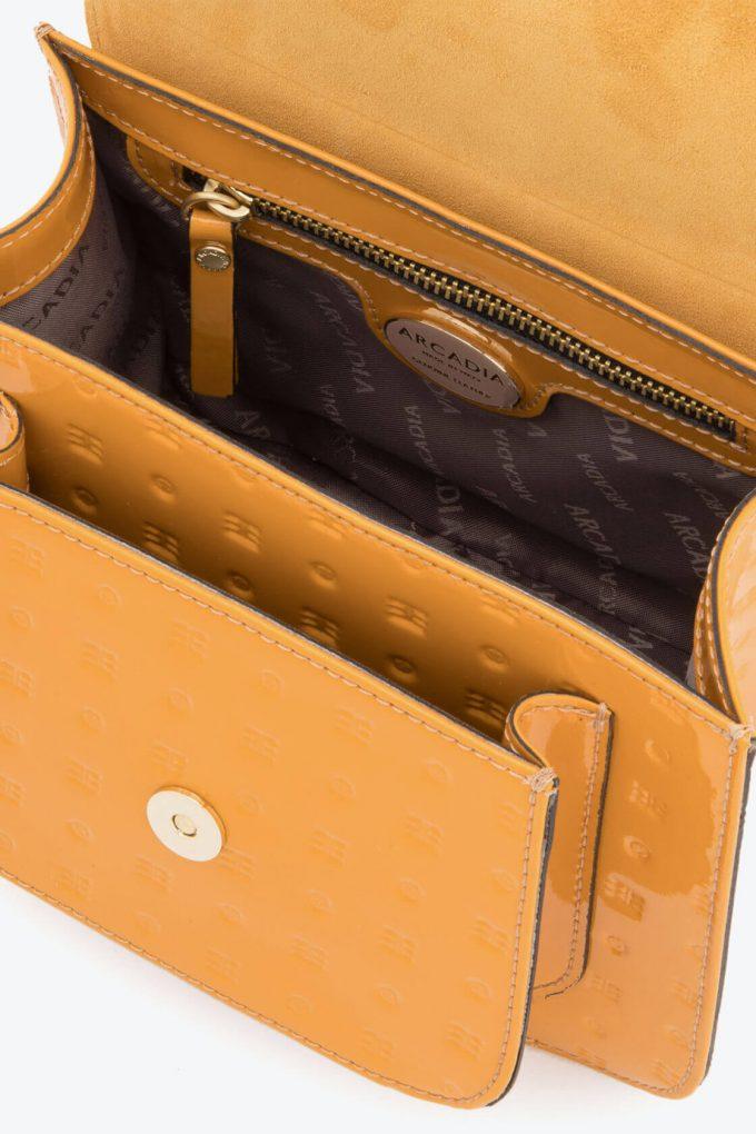 ol80000137 boxy small crossbody bag 3