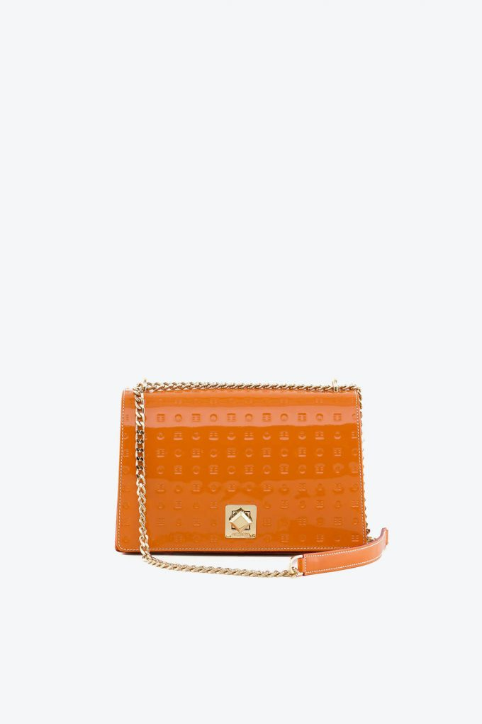 ol80000148 laila lock medium cross body bag 1b