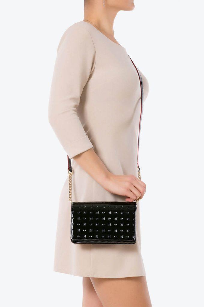 ol80000155 laura flap mini cross body bags 4