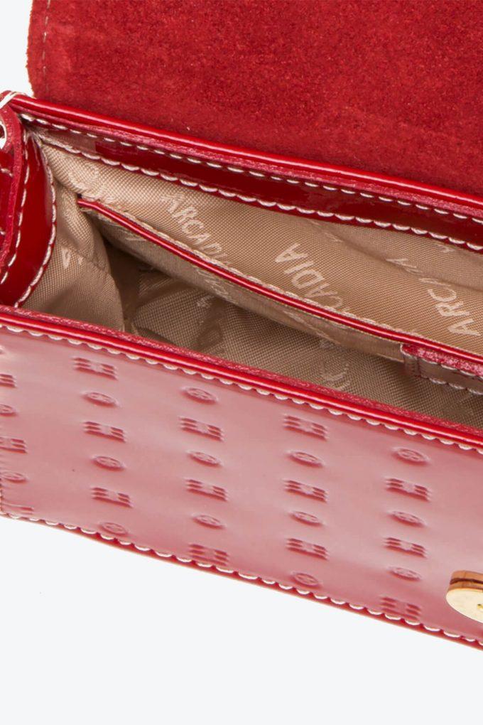 ol80000156 laura flap mini cross body bags 3