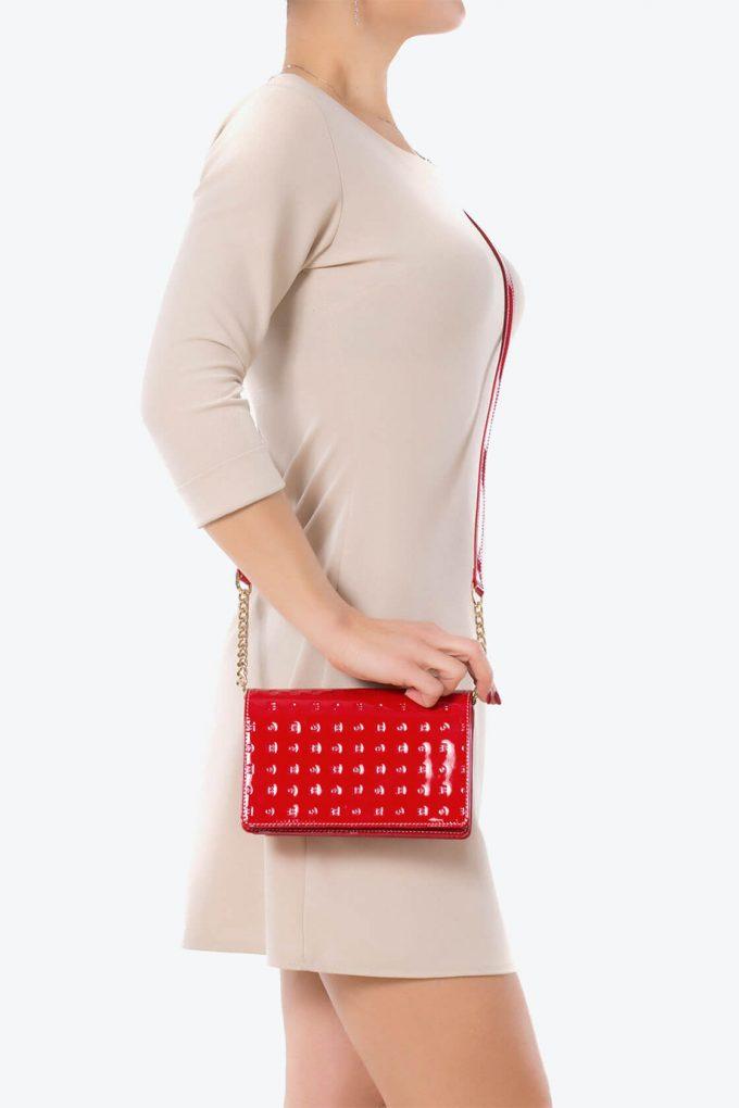 ol80000156 laura flap mini cross body bags 4