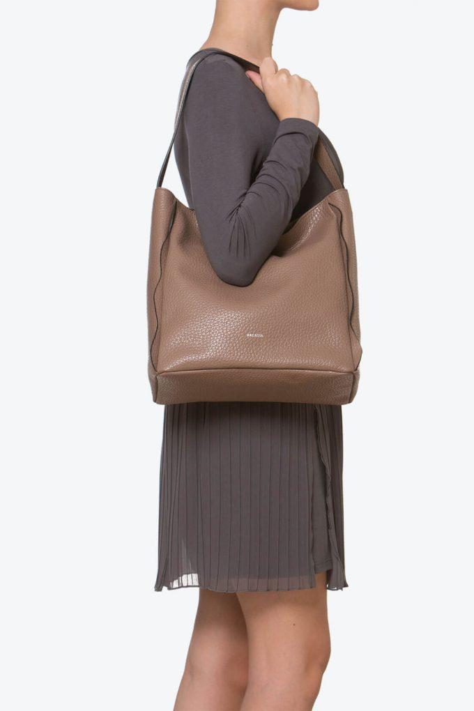 ol80000260 melody medium shoulder bag 4