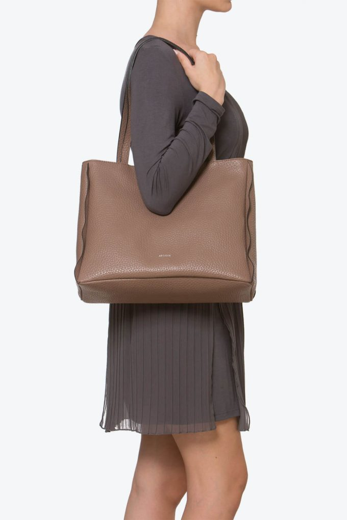 ol80000262 kiras large shoulder bag 4