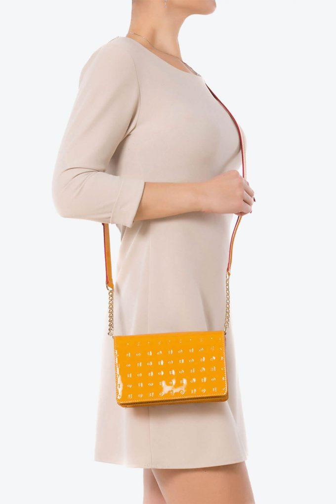 ol80000289 laura flap mini cross body bag 4