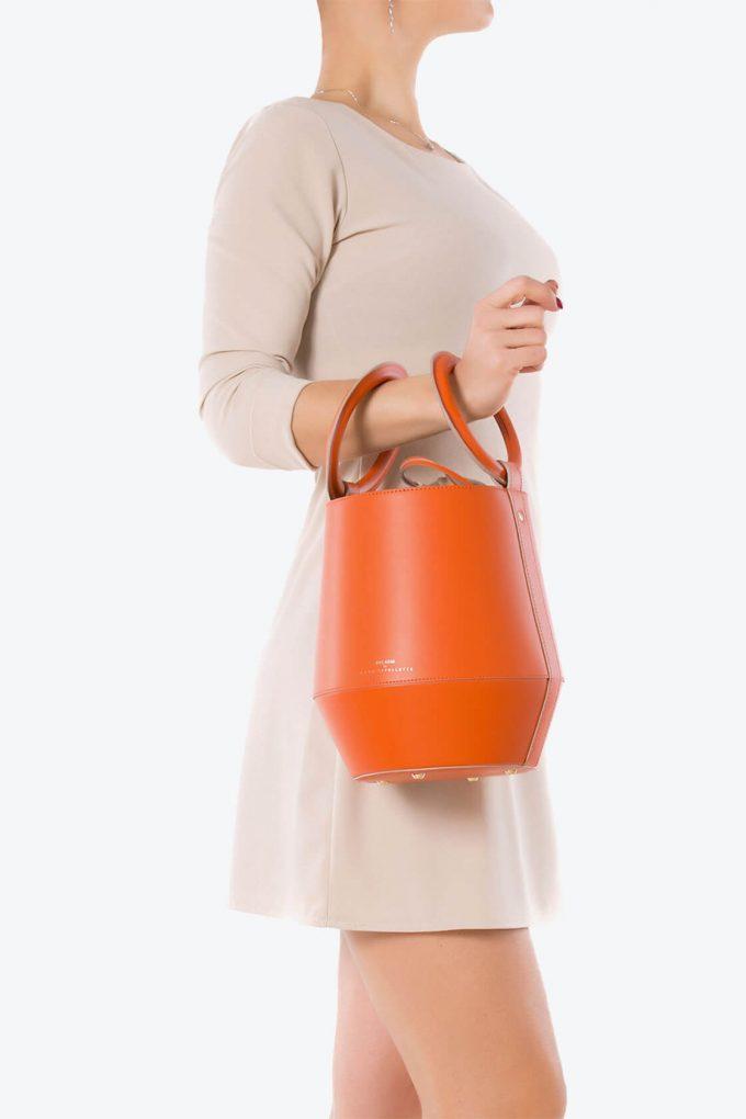 ol80000321 clay medium bucket bag 4