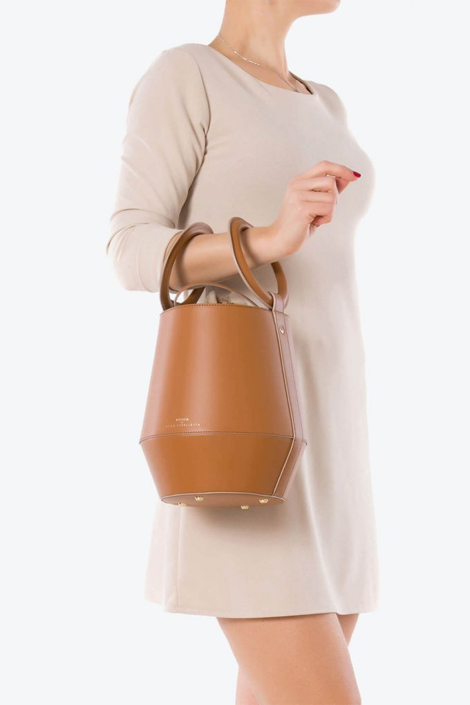 ol80000322 clay medium bucket bag 4