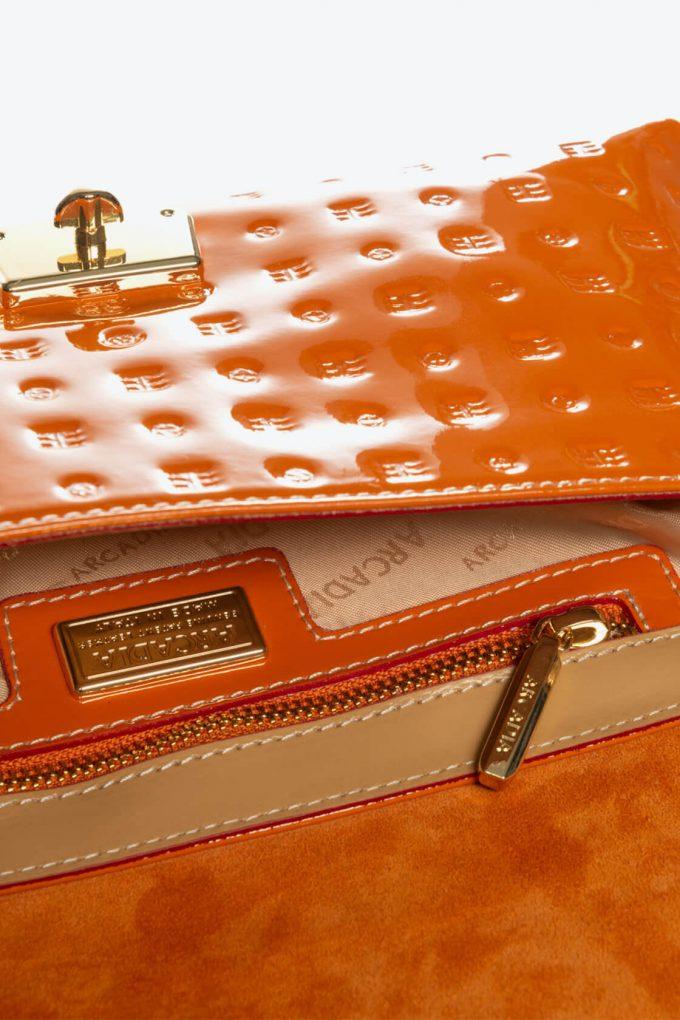 ol80000398 envelope lock cross body bags 4