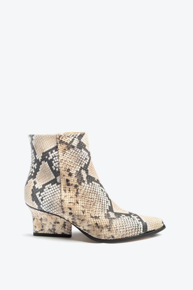 EJK0000001 Ryan ankle boots Beige python print 1B