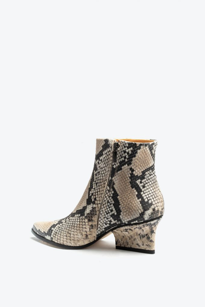 EJK0000001 Ryan ankle boots Beige python print 3