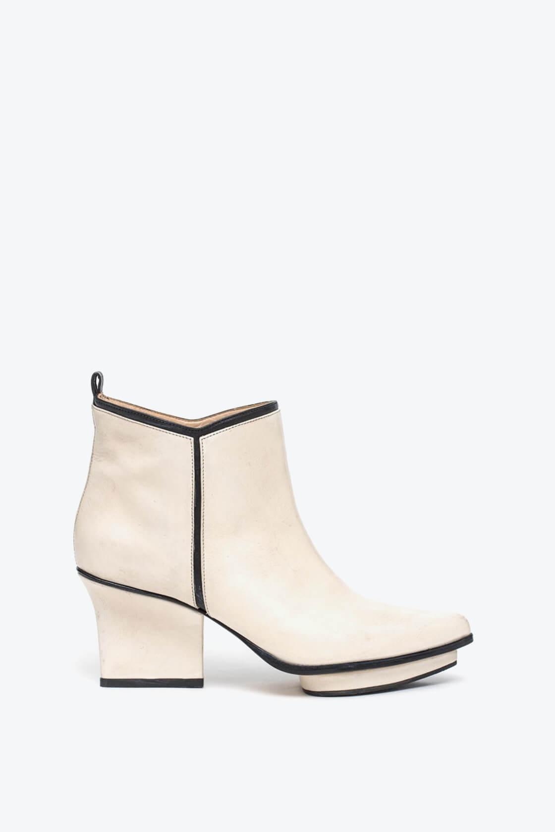 EJK0000003 Glenn ankle boots cream 1