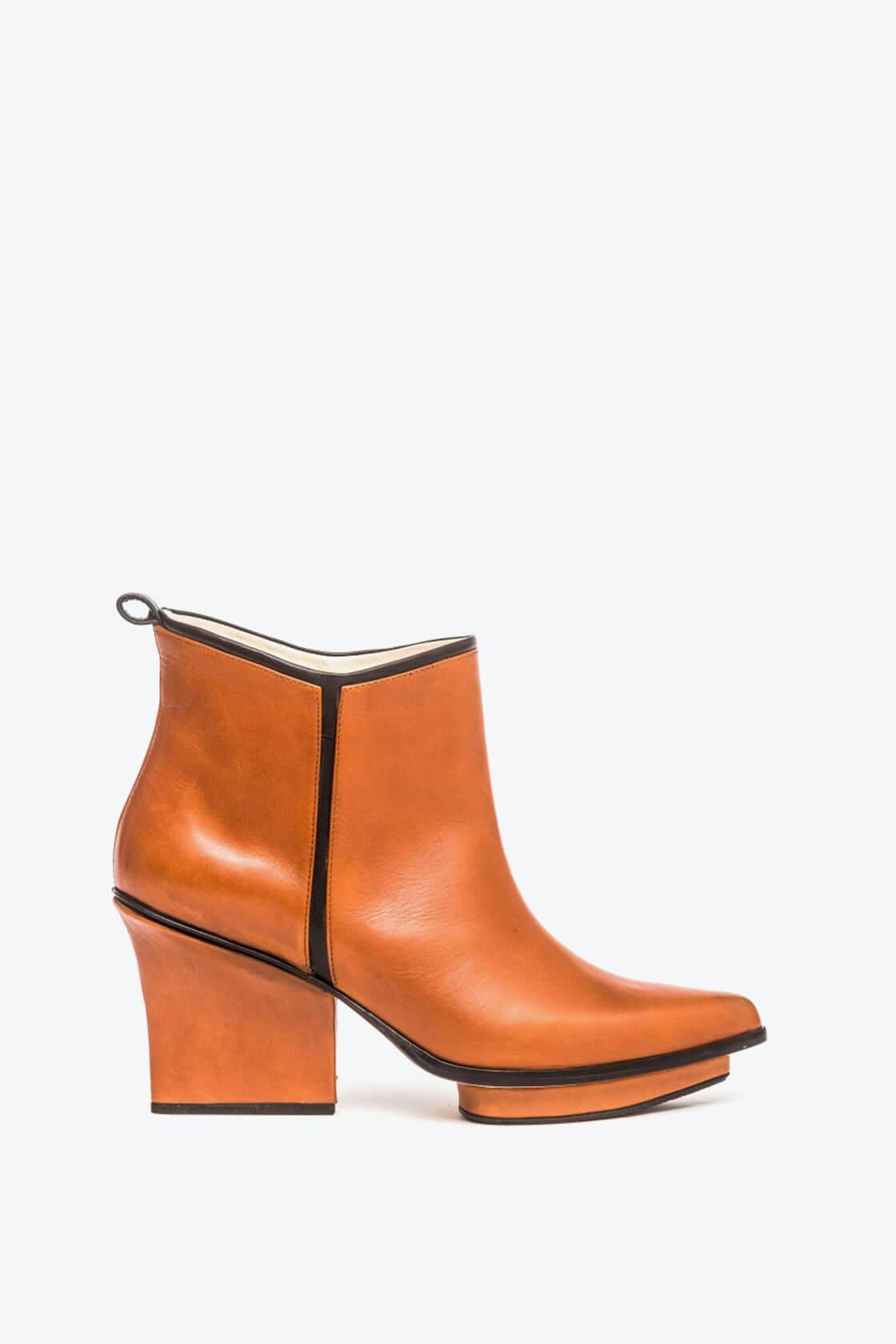 EJK0000019 Glenn ankle boots dark camel 1