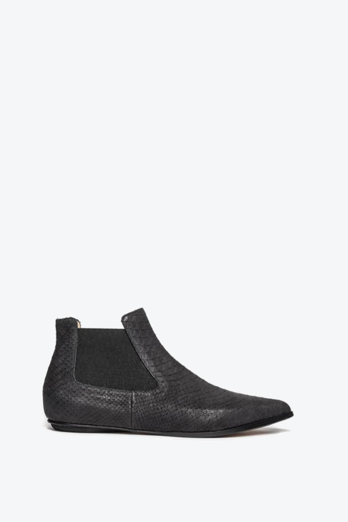 EJK0000042 Niki chelsea boots black python 1