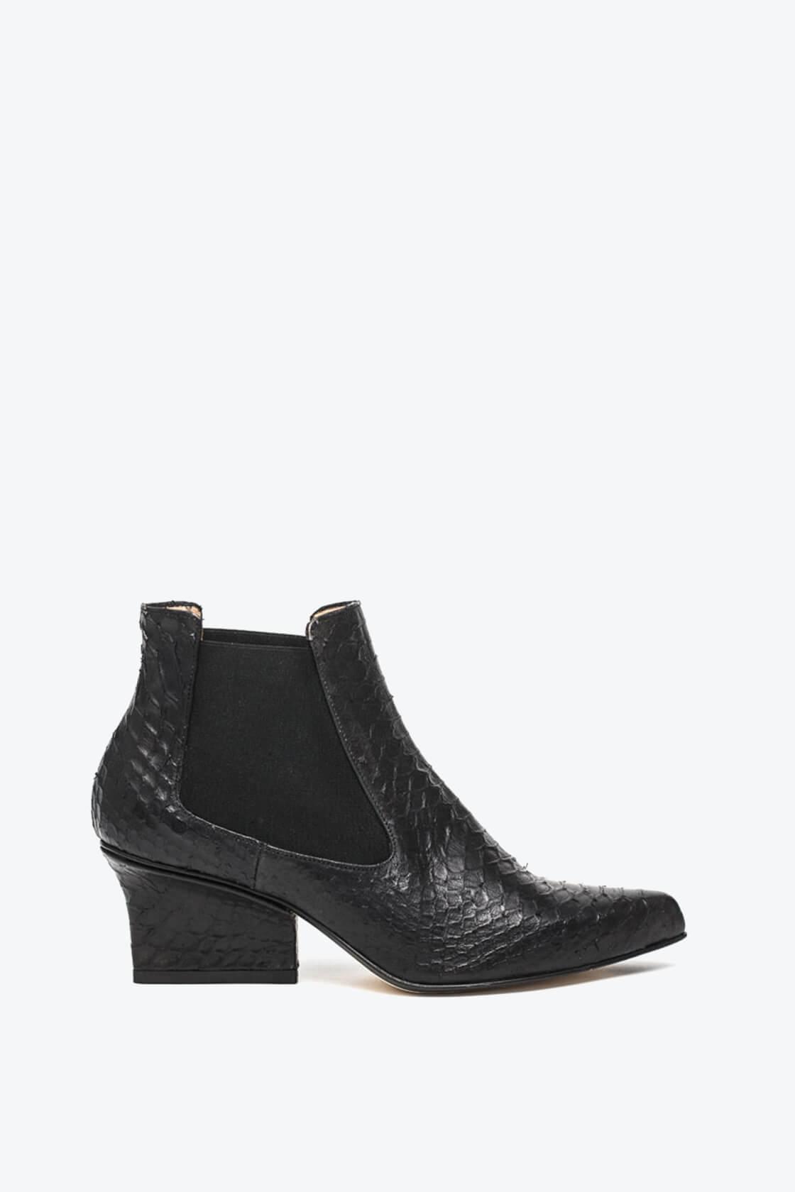 EJK0000046 Nena chelsea boots black python 1