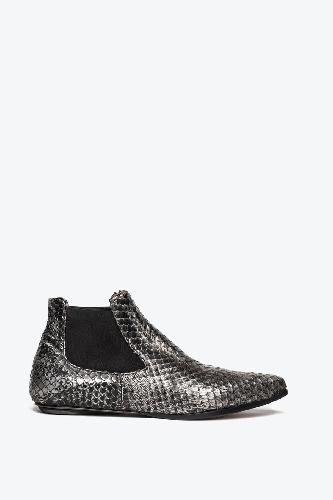EJK0000061 Niki chelsea boots silver washed python 1