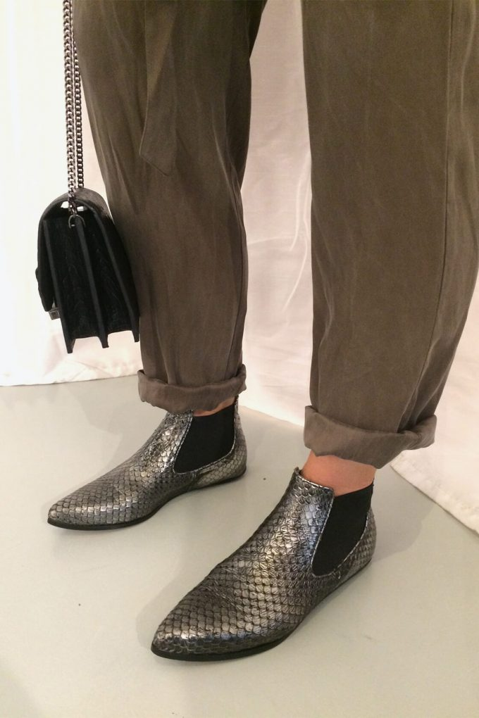 EJK0000061 Niki chelsea boots silver washed python 4